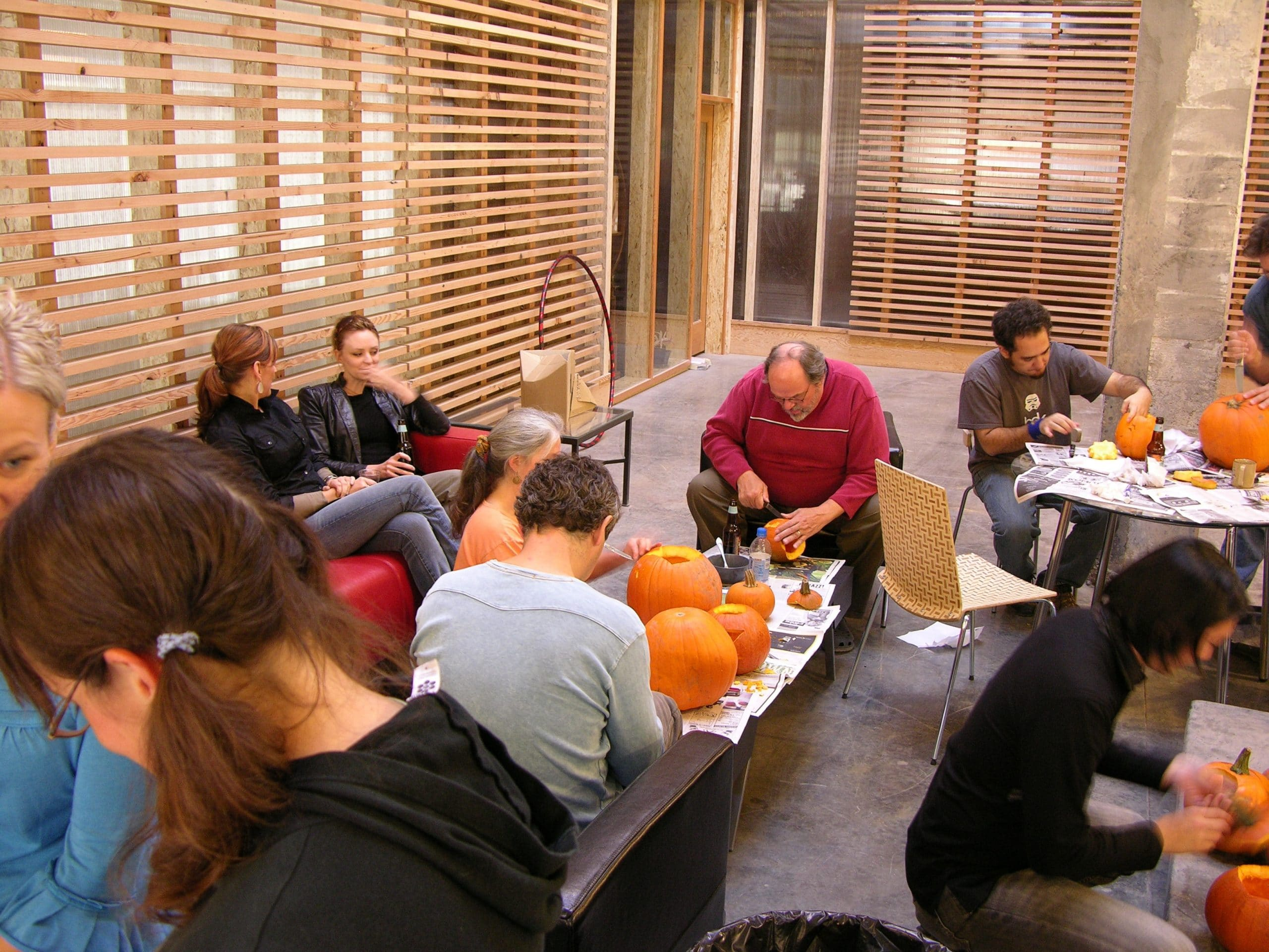 pumpkin-carving-group